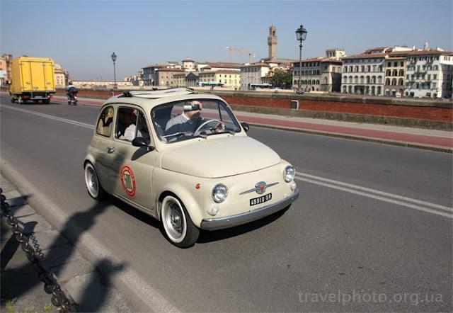 Fiat 500 на дорогах Флоренции