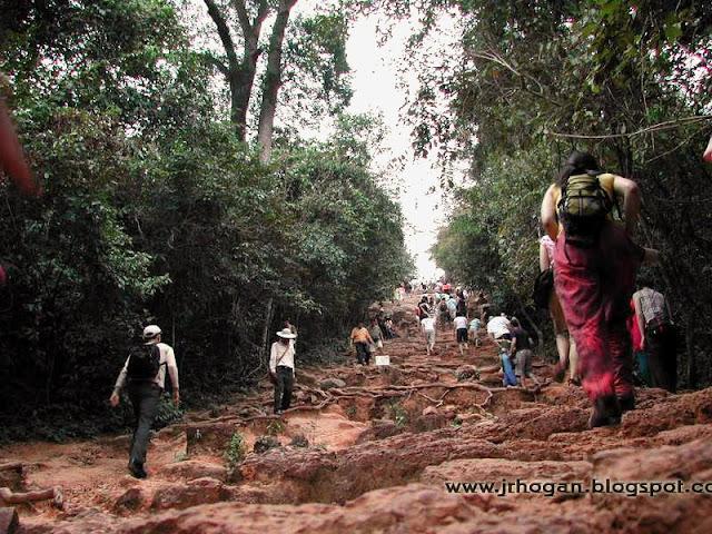 Bakheng Hill Trekking