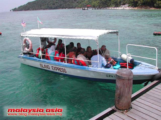 Boats to Manukan Island