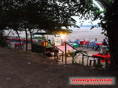 Restaurant along Mekong River in Vientiane