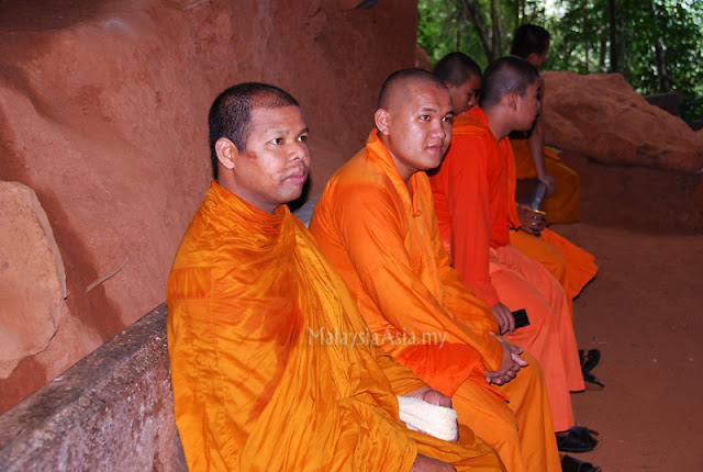 Satun cave monks