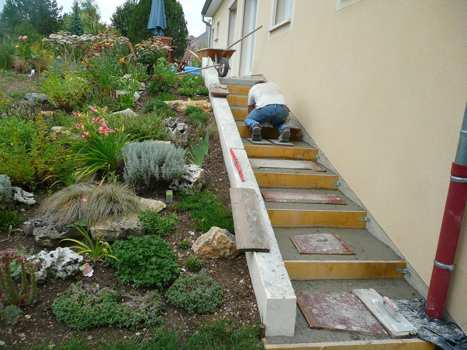 Notre jardin secret.: Phloxs et travaux..
