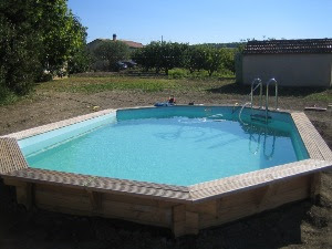 Pernes les fontaines le mas des pierre for Piscine semi enterree 6x4