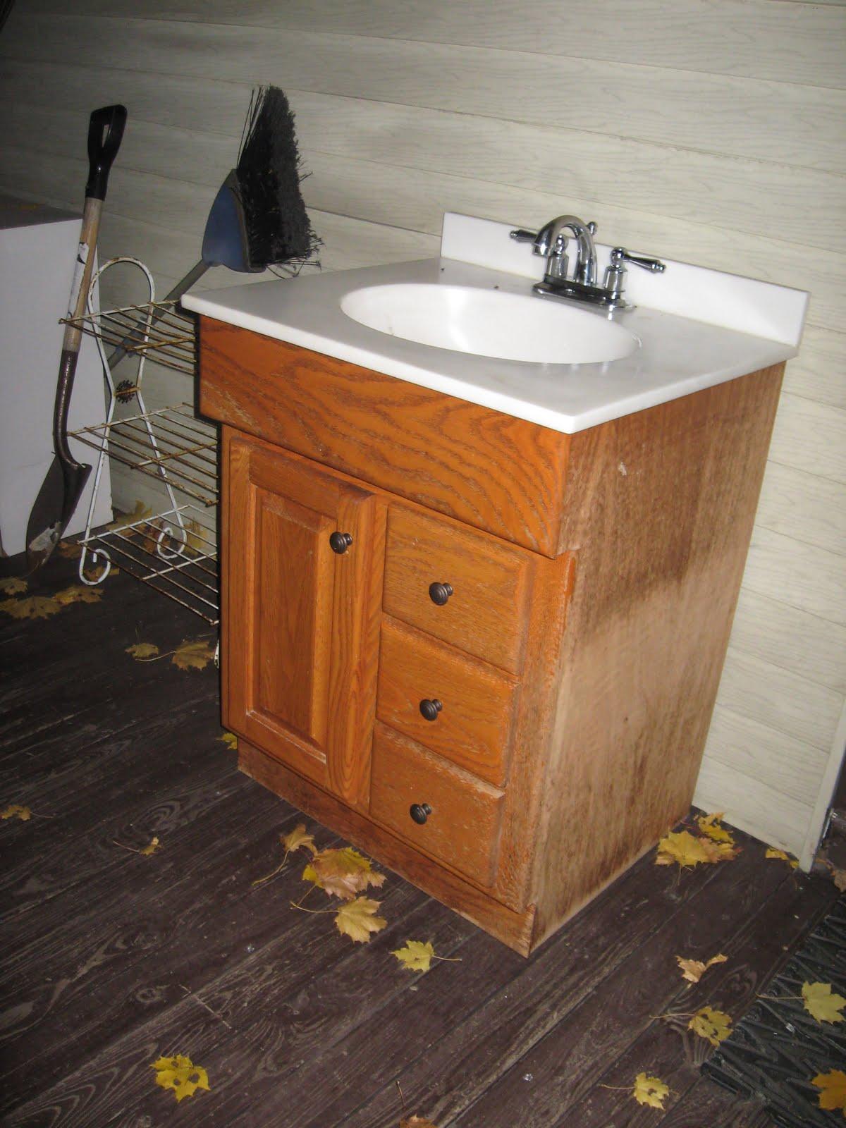 The Guest Bathroom: IN PROGRESS - The Kim Six Fix