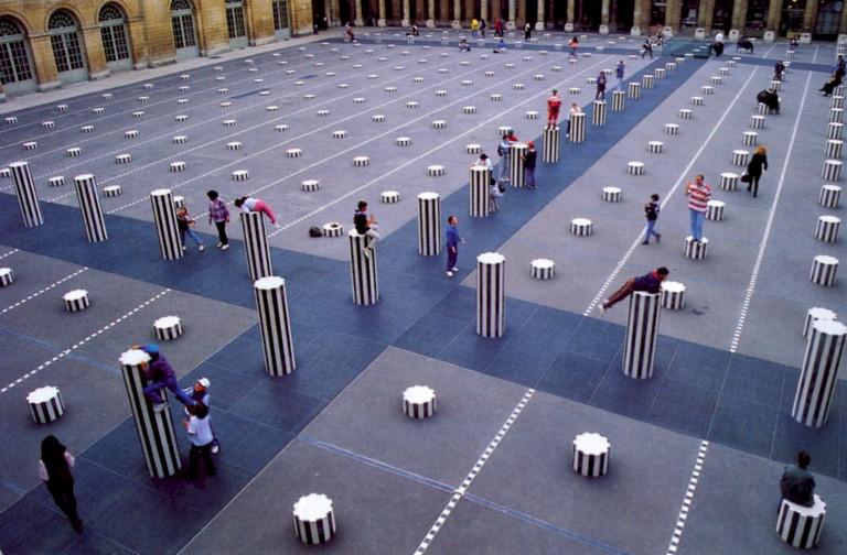 [Daniel+Buren,+Les+deux+plateaux,+1986,+Palais-Royal,+Paris,Vue+2.jpg]