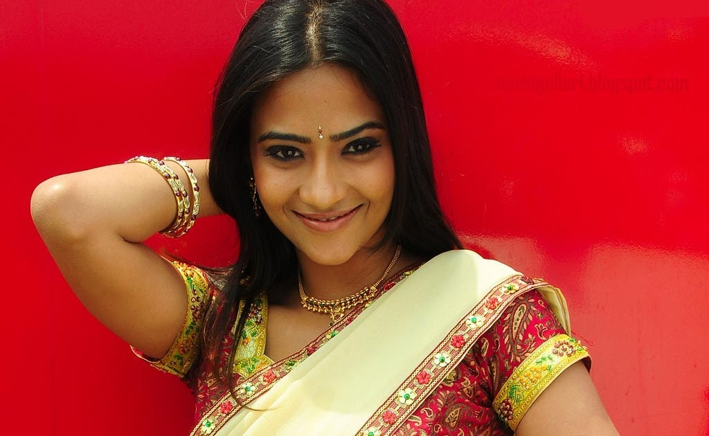 Hot Actresses Photos Hot Scene Wallpapers Biography: Hot