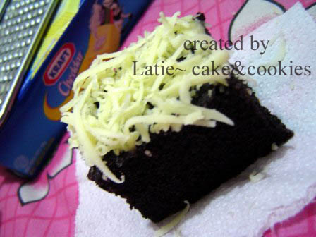 brownies ketan hitam tabur keju