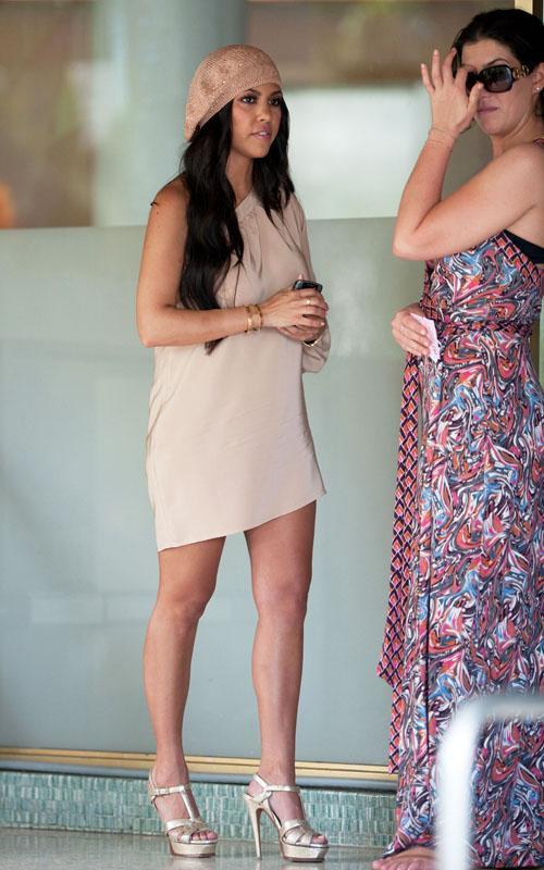 Kourtney Kardashian Gole Fotografije