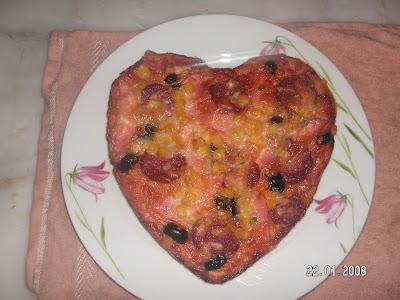 Ton Balıklı Ve Kalp Pizza