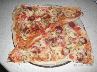 Yufkadan pizza yap�lm�