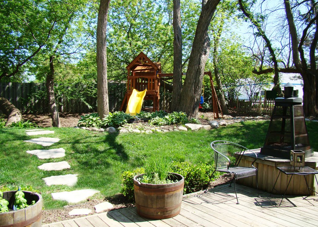 skoots and cuddles: our backyard