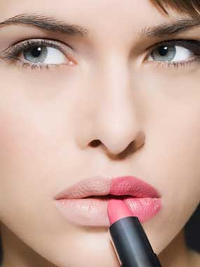 4 Kesalahan yang Sering Wanita Lakukan Saat Memakai Lipstik