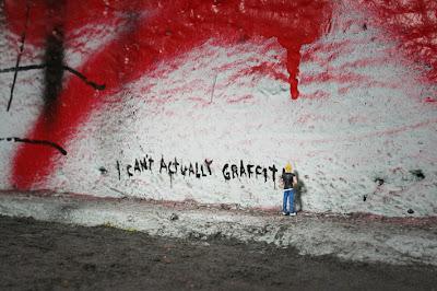 http://bp2.blogger.com/_sn46FqbBIu8/RpX6-Ycq-PI/AAAAAAAAAM0/RmDVeY5fr28/s400/i+cant+actually+graffiti+1+-+blog.jpg
