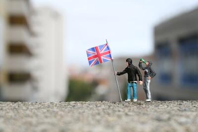 http://bp2.blogger.com/_sn46FqbBIu8/SAznwS9LWdI/AAAAAAAAAnM/k-05VJnfPiU/s400/British+Heroes+1+-+blog.jpg