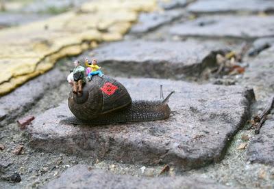 http://bp1.blogger.com/_sn46FqbBIu8/SDBDhdO6jxI/AAAAAAAAApY/XKpWQ0LxUq4/s400/snail+bus+1+-+blog.jpg