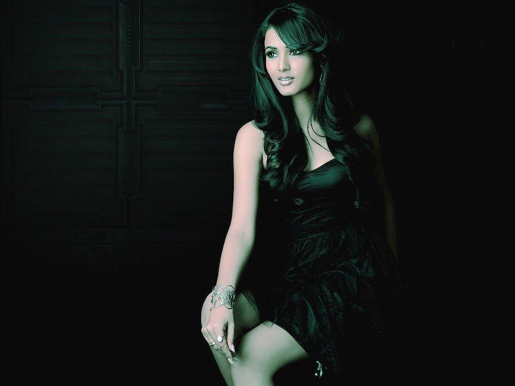 Sonal Chauhan Latest Naked Photoshoot 2012