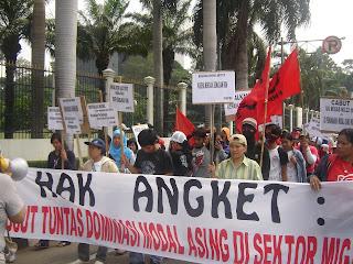 FNPBI protest outside ExxonMoble Jakarta June 30, 2008