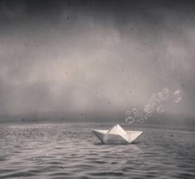 Resultado de imagem para naufrágio barco de papel