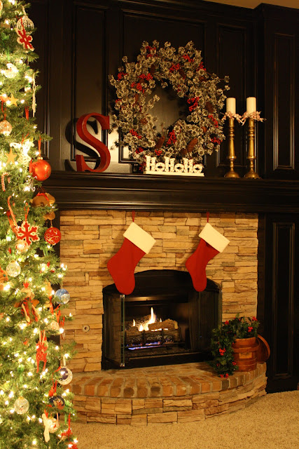 Tres French Hens Christmas Mantel