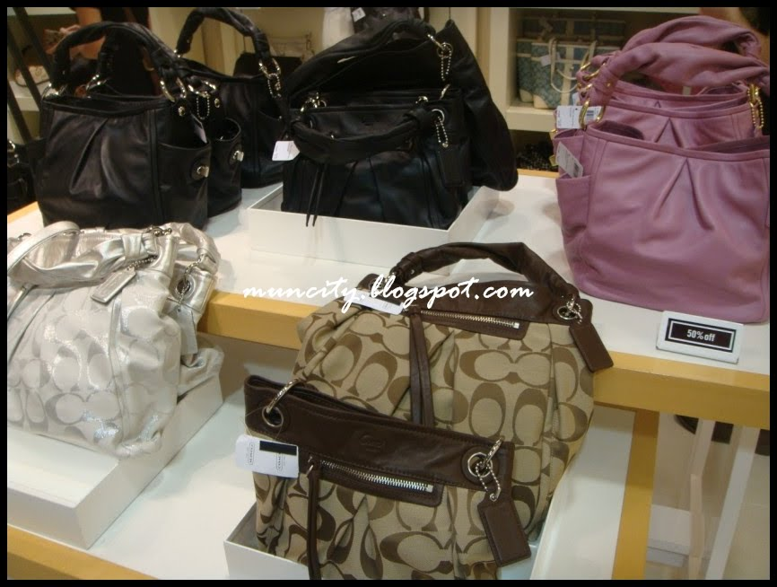Lalalaland   : Let the shopping spree begin