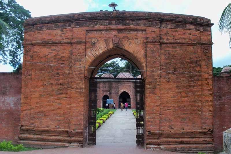 Bangladesh Unlocked: 60 DOME MOSQUE. BAGERHAT