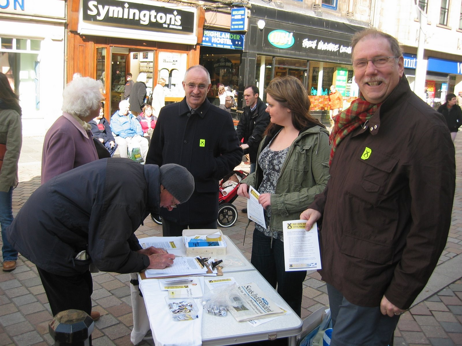 [Campaigning+with+YSI+Inverness+High+St.+Sat+28-03-08]