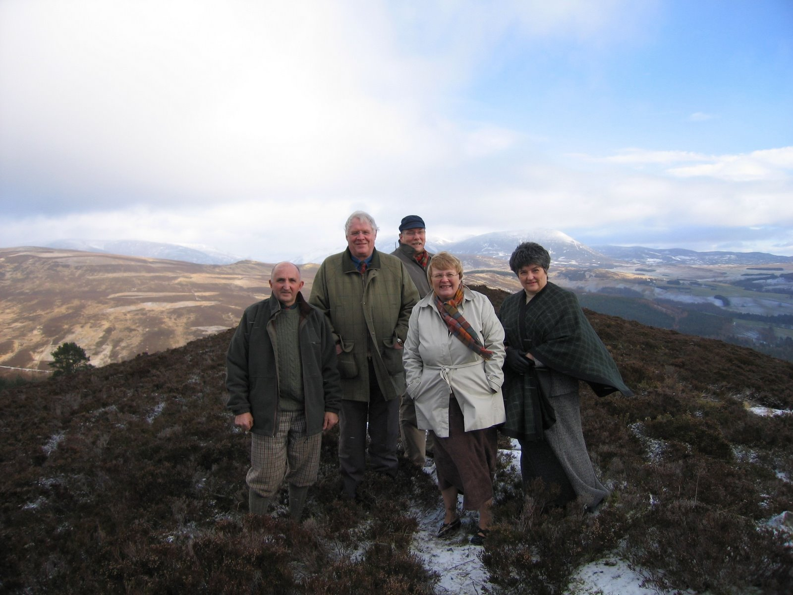 [Group+on+hills+above+Blair+Atholl,+Jan+07]