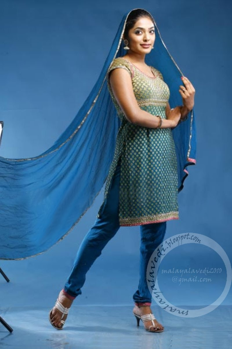 Hot Pictures Reema Kallingal Exclusive Photogallery-9991