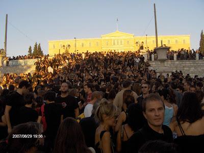 19:56 - Κοιτάζωντας προς την Βουλή.