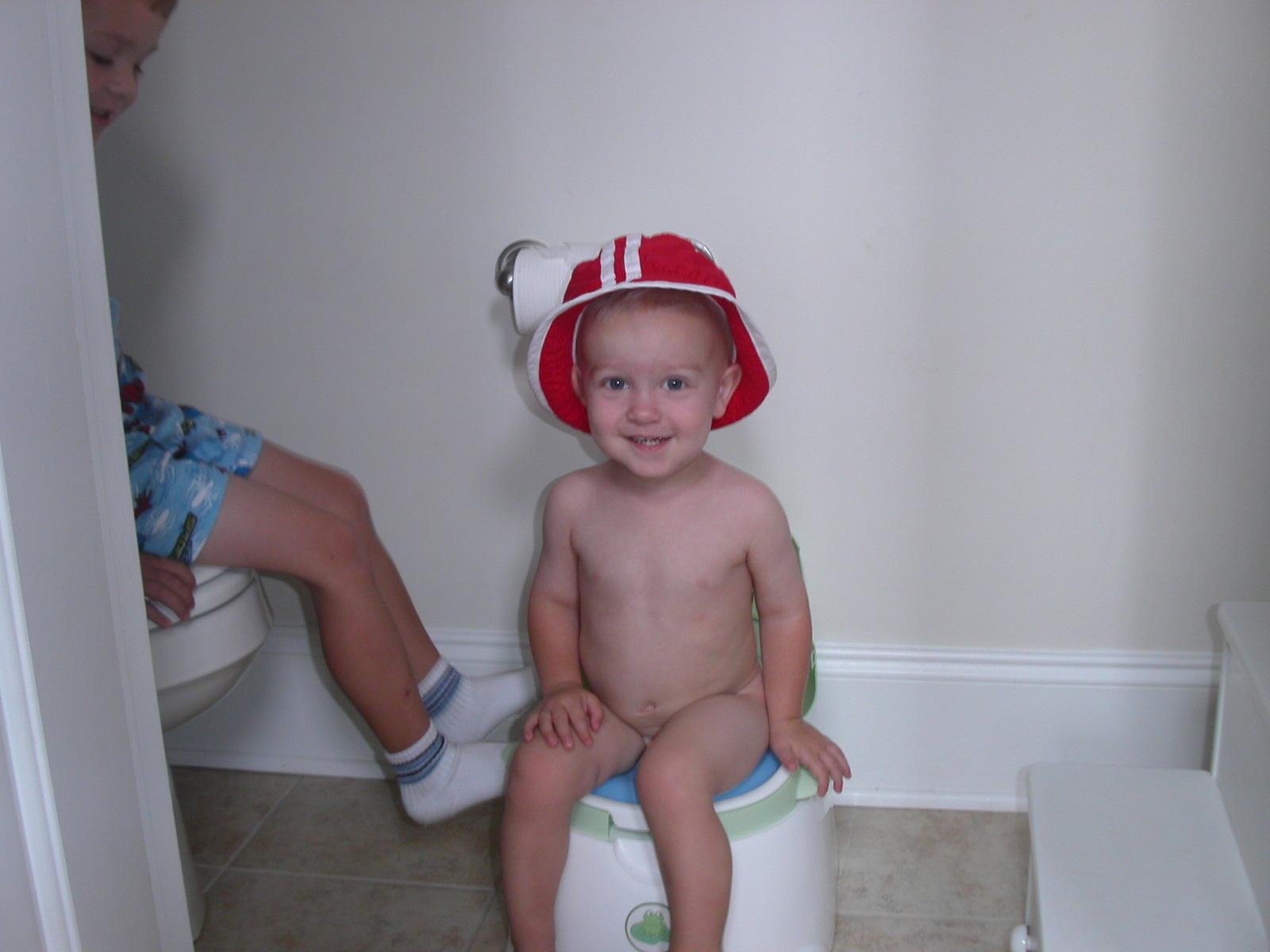 [Landon+on+the+potty]