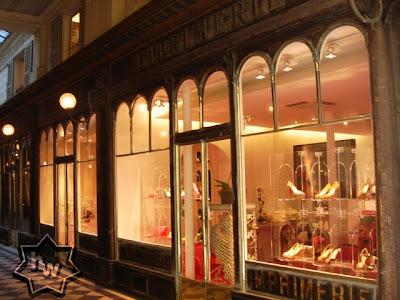 nouvelle collection 21853 c0ef3 Christian Louboutin ouvre sa première boutique de chaussures ...