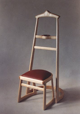 Merveilleux Wood Valet Stand And Stool