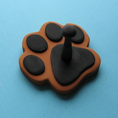 paw print leash holder