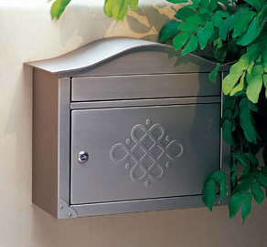 locking wall-mounted mailbox