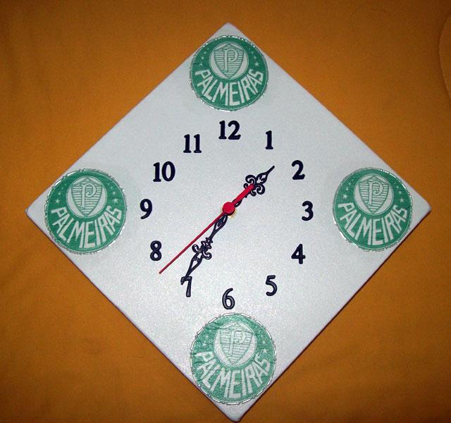 Esse relógio foi feito em um painel que mede 25cm x 25cm. eab7bc1b61