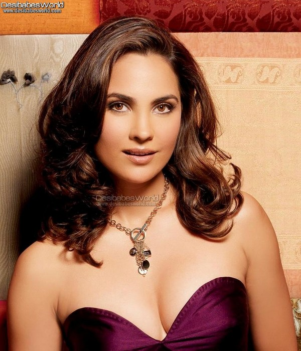 Sweet & Hot Lara Dutta Pictures