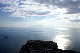 Ceuta frente Europa Point - Gibraltar y junto al faro el New Flame