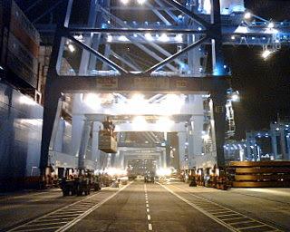 Edith Maersk en operaciones de estiba y desestiba