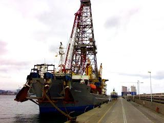 Songa Saturn drillship amarrado en la Isla Verde del Puerto de Algeciras