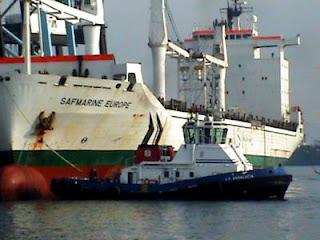 V.B. Andalucía remolcando el buque Safmarine Europe
