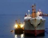 extracción del fuel del buque frigorífico Sierra Nava