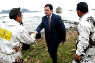 Julian Álvarez en su visita a la playa del Chinarral