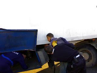 Jovenes -mecánicos-; La policía frusta su intento de entrar ilegalmente en la UE