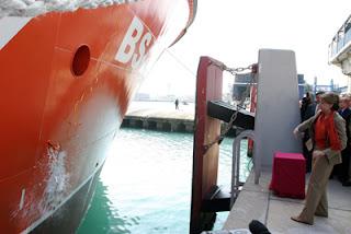 Magdalena Álvarez pone en servicio el buque Miguel de Cervantes