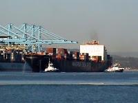 Portacontenedores entrando en el Puerto Bahía de Algeciras