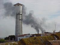 humo de refinería