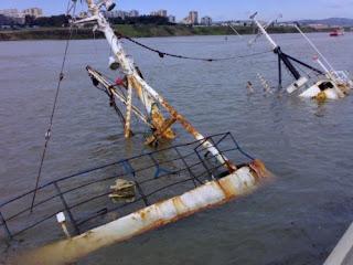 Menavaa 1 hundido en el puerto de Algeciras