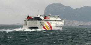 tráfico de pasajeros en el estrecho