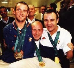 Dani Vidal (Izq) a su regreso de Sidney con dos compañeros