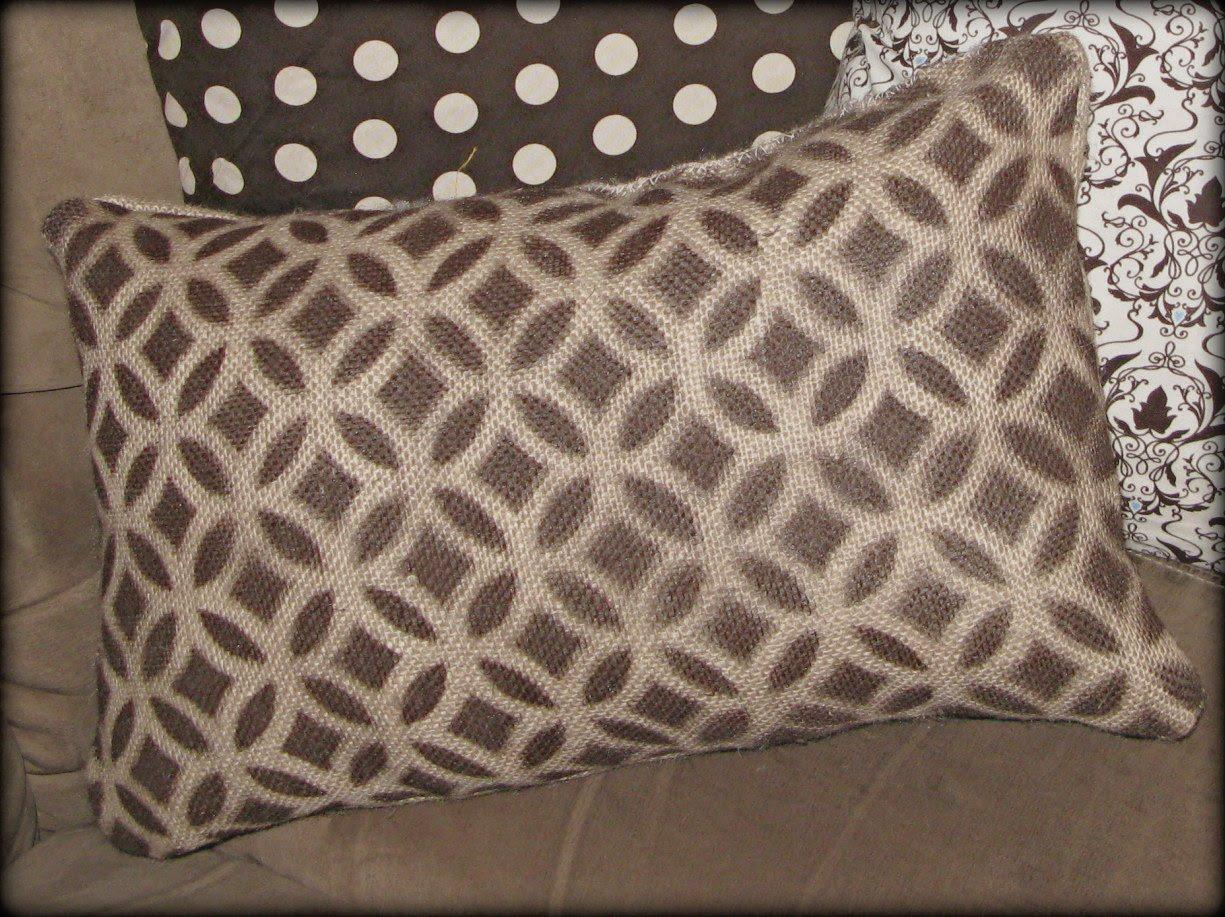 http://1.bp.blogspot.com/_u92EP_GXJL8/TBBJQC5aGqI/AAAAAAAAA3s/pxidp_uj1hw/s1600/pillows4.jpg